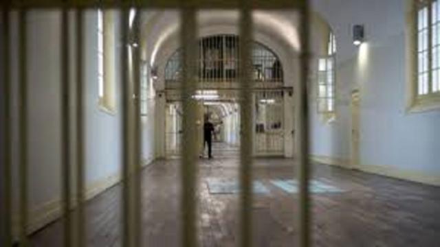 Environ 10 000 détenus en moins dans les prisons françaises