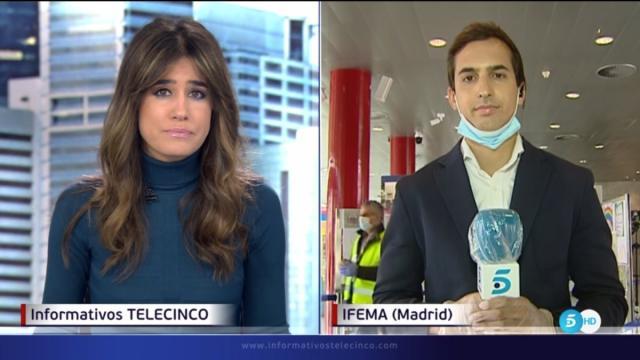 El reportero de Informativos Telecinco no tenía fiebre sino un gran foco de luz delante