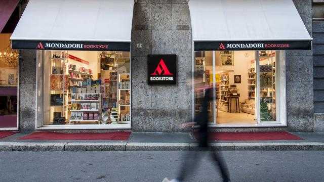 Cosenza: oggi, 15 aprile la Feltrinelli rimane chiusa, apre la Mondadori