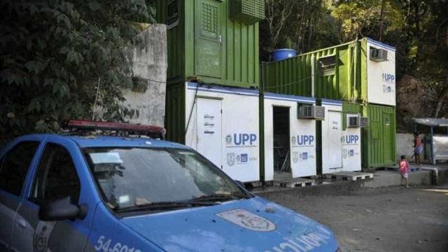 Polícia Militar do RJ está investigando suposta orgia que ocorria nas UPPs