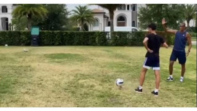 Pentacampeão Rivaldo perde desafio contra o filho de 14 anos e zoado por ele