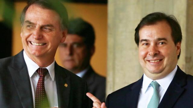 Bolsonaro acusa Rodrigo Maia de querer derrubá-lo