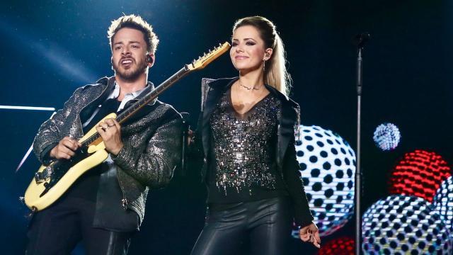 Os cantores Sandy e Júnior farão live no dia 21 de abril