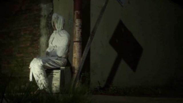 'Fantasmas' perambulam em Ilha de Java na Indonésia para manter pessoas em casa