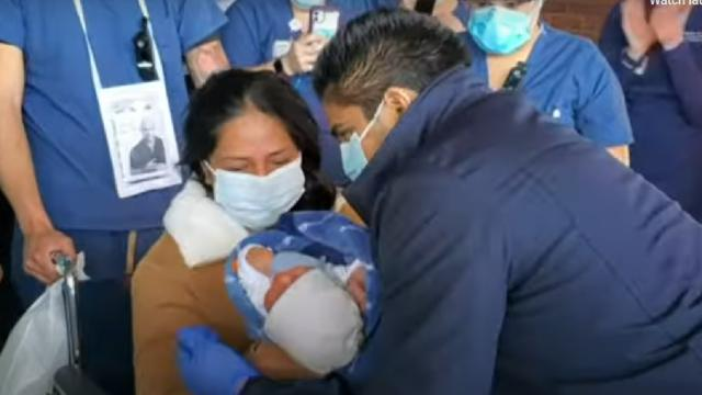 Enferma de coronavirus, dio a luz en coma y pudo conocer a su bebé a los 10 días