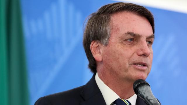 Após participar de manifestação pedindo AI-5, Bolsonaro recua sobre Congresso e STF