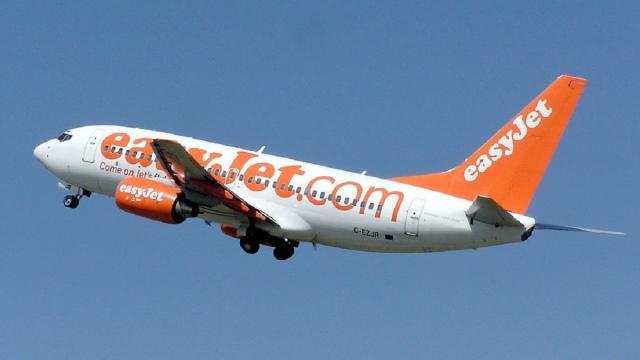 Ripartenza voli, Easyjet: 'Il posto centrale sarà vuoto', Ryanair: 'Sarebbe una follia'