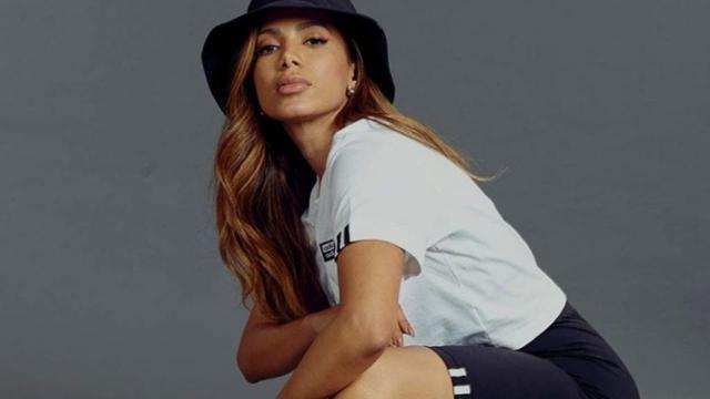Anitta fará live repleta de músicas religiosas.