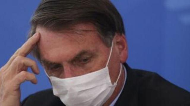 COVID-19: Bolsonaro diz não ser médico para falar sobre transmissão nas escolas