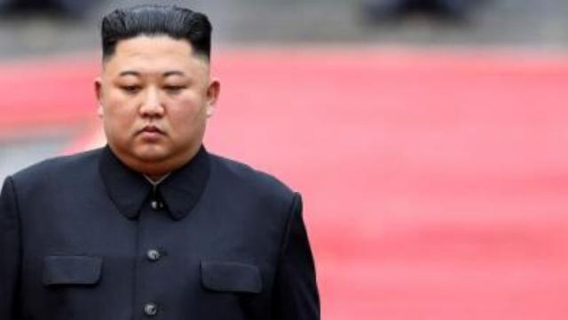 Kim Jong-un, líder norte-coreano, está em estado complicado após cirurgia, diz emissora