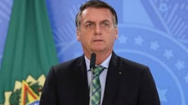 Jurista pede que STF obrigue Rodrigo Maia a analisar impeachment de Jair