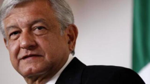 No México, traficantes auxiliam pessoas com cestas básicas, e presidente critica