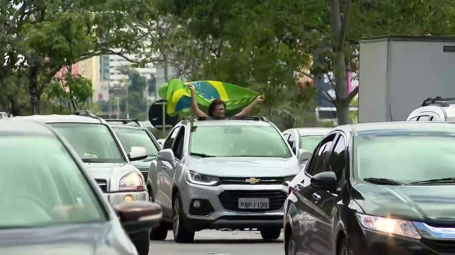 COVID-19: carreata é realizada em BH em apoio a Bolsonaro