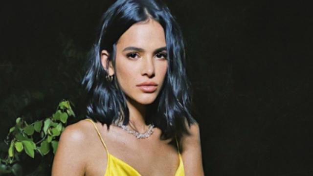 Bruna Marquezine retruca fã e diz que não é tão rica como se pensa