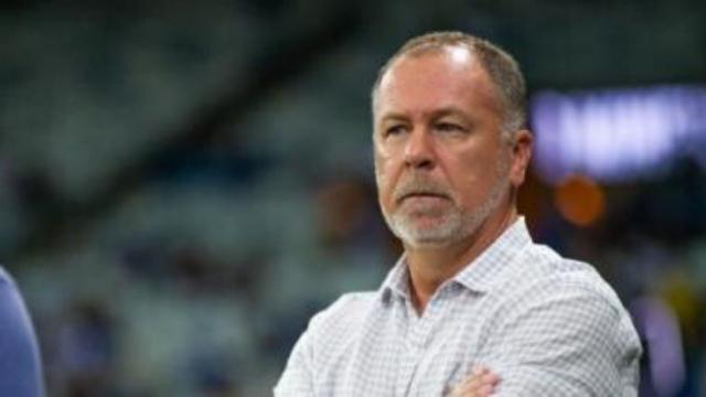 Procura por Mano Menezes mostra falta de planejamento do Corinthians
