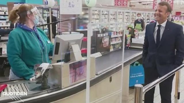 Emmanuel Macron visite un supermarché et semble complètement perdu