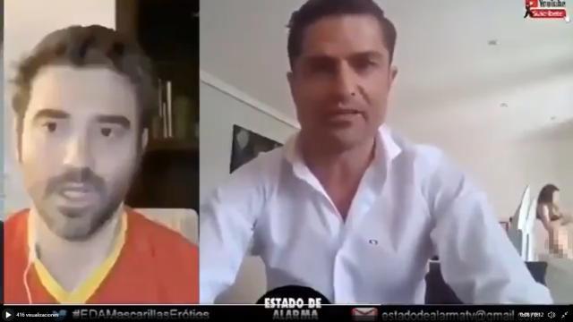 Alfonso Merlos es descubierto con una mujer semidesnuda durante un reportaje en directo