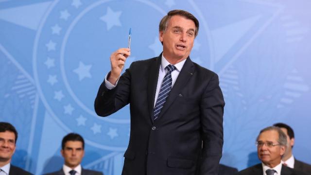 Bolsonaro critica PF por ter se ocupado mais com Marielle do que com a facada que levou