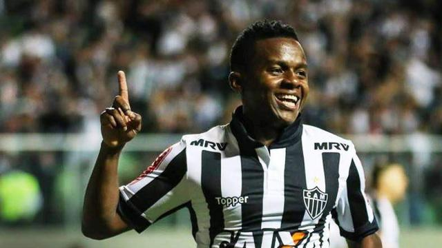 Cazares revela que gostaria de vestir a camisa do Corinthians