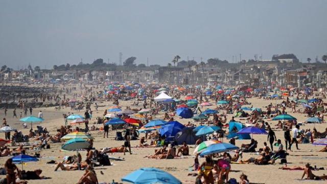 Coronavirus : les plages de Floride prises d'assaut