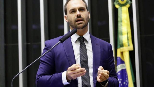 Eduardo Bolsonaro nega que ele e seus irmãos estejam sendo investigados