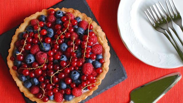 Ricette, crostata di ribes rosso e nero: dolce dalle antichissime tradizioni