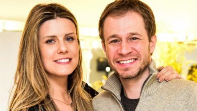 Tiago Leifert vai ser pai pela primeira vez, anuncia a esposa do jornalista