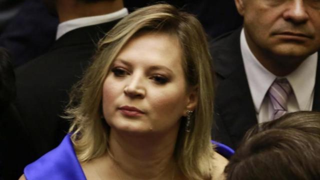 Joice Hasselmann questiona sobre os exames do presidente