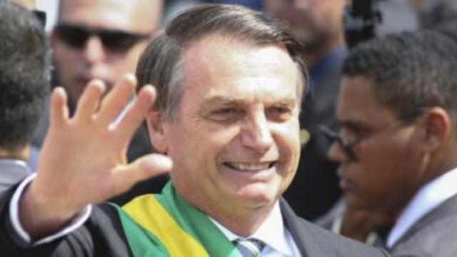 Presidente Jair Bolsonaro continua liderando corrida presidencial em 2022, diz pesquisa