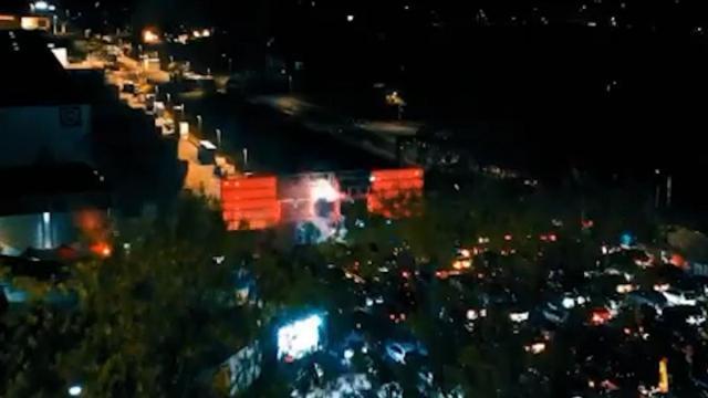 Una discoteca alemana organiza una 'rave' con coches en plena cuarentena
