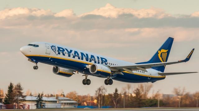 Ryanair fa chiarezza sui voli cancellati: 'Fino a 6 mesi per ottenere i rimborsi'