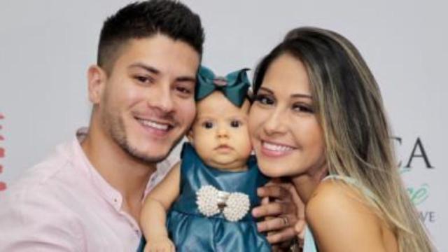 Mayra Cardi justifica término do casamento com Arthur Aguiar