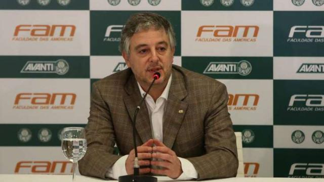 Paulo Nobre ex-presidente do Palmeiras, arremata camisas leiloadas por Fernando Prass