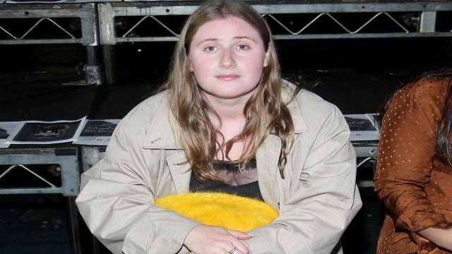 La hija de Boris Johnson es criticada por aconsejar como vestir durante el confinamiento