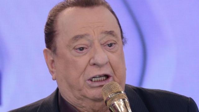 Depois de passar por cirurgia, Raul Gil aparece cantando ópera