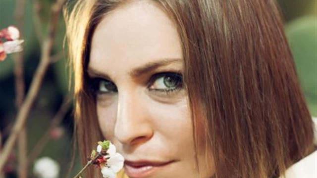 Tv e Gossip, la cantante Loredana Errore: 'Niente è più contagioso di gioia e passione'