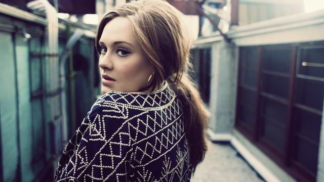Personal de Adele rebate críticas e pede que reconheçam o seu esforço