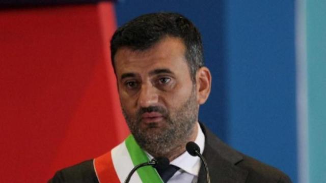 Bari, sindaco manda carabinieri sul lungomare: troppi assembramenti