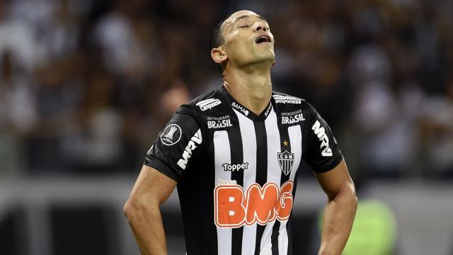 Ricardo Oliveira e outros cinco jogadores são afastados do elenco do Atlético Mineiro