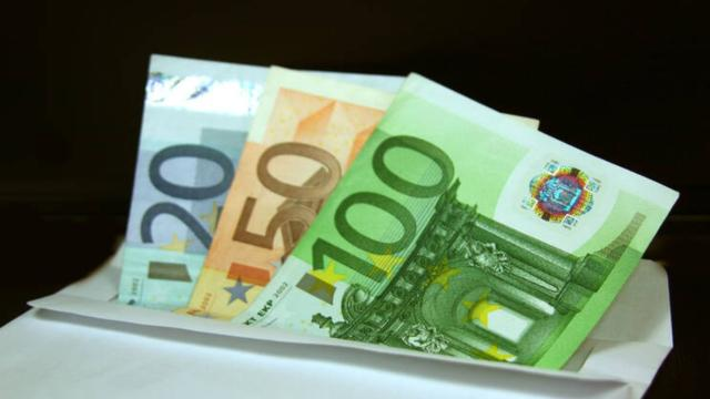 Inps: si pensa ad un bonus di 500 euro per colf e badanti