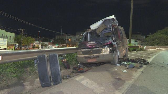 Cantor sertanejo Wando morre após eixo de caminhão se desprender e acertar sua van