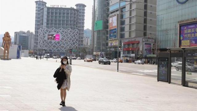 Un repunte del coronavirus pone freno a la desescalada en Seúl