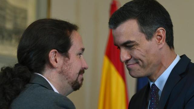 Sánchez e Iglesias por la muerte de 3.268 personas de coronavirus reciben una querella