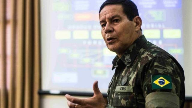 Mourão defende ministros e diz: 'quem alinha discurso é bandido'