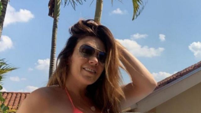 A cantora Simony anuncia que fará a sua primeira transmissão ao vivo na quarentena