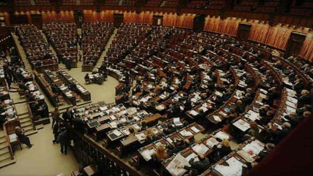 Approvato alla Camera il Decreto Covid, ma il deputato Currò crea polemiche e disordine
