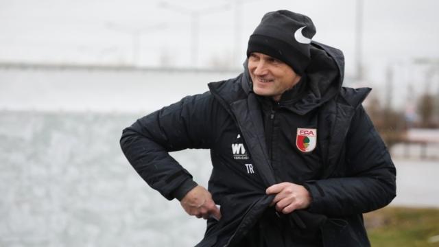 Bundesliga: No podrá hacer su debut el técnico del Augsburgo, Heiko Herrlich