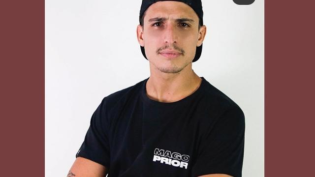 Ex-BBB Felipe Prior lança camisetas com frases dirigidas a ele por seus fãs.