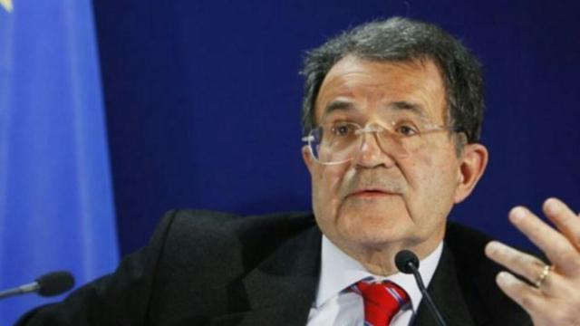 Economia, Romano Prodi: 'In banca quasi 1800 miliardi in liquidi da mettere in circolo'