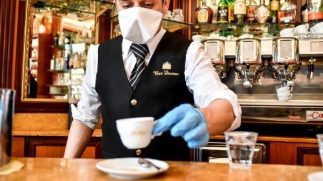 Sicilia, Marsala: cliente paga 50 € per un caffè dopo lockdown: 'Tieni pure il resto'